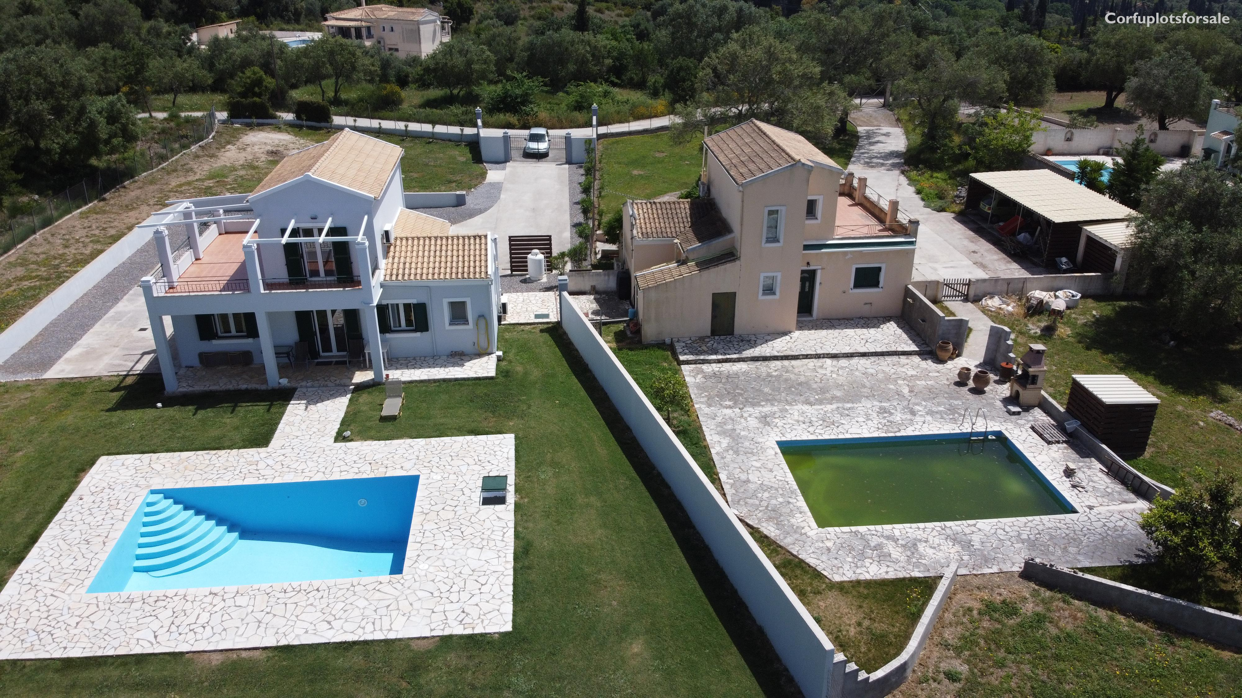 twin villas of 110 sq.m each with pools in Poulades area