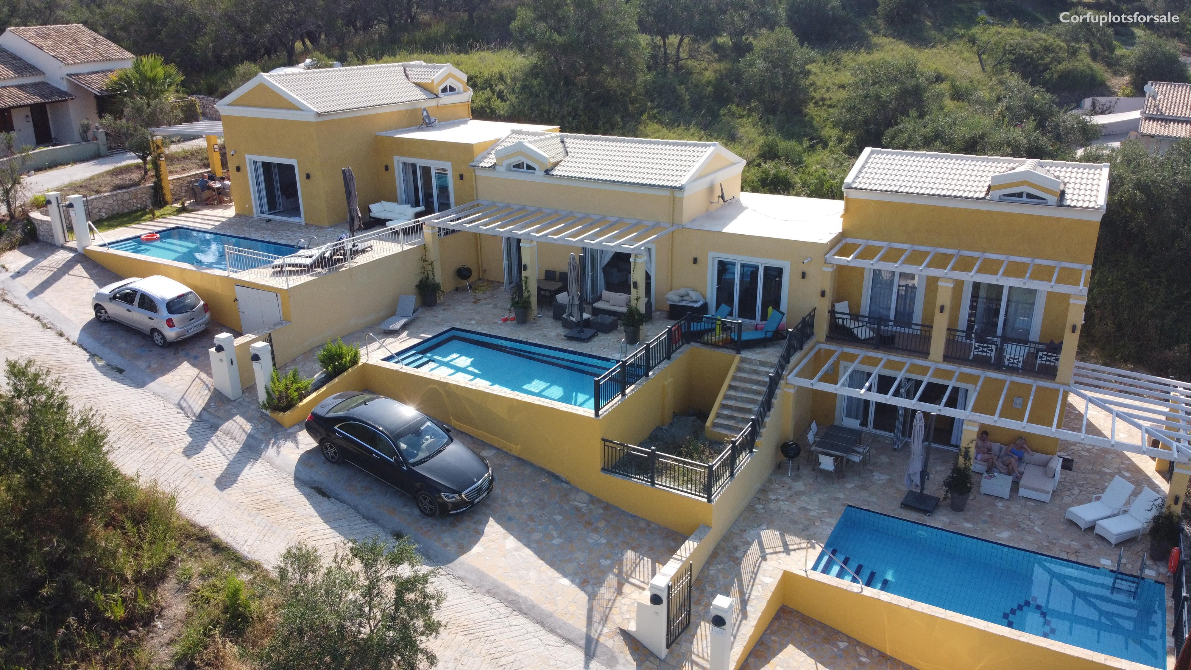 Three attached villas of 67 sq.m with attic and basement
